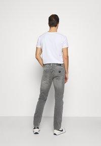 Armani Exchange - Džíny Slim Fit - grey denim - 2