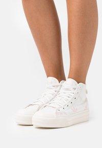 adidas Originals - NIZZA PLATFORM MID - Zapatillas altas - cloud white/pink tint/icey pink - 0