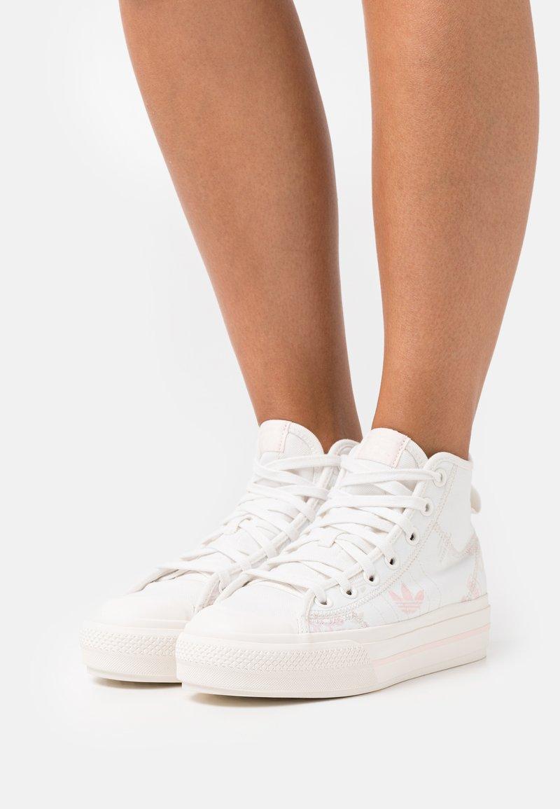 adidas Originals - NIZZA PLATFORM MID - Zapatillas altas - cloud white/pink tint/icey pink