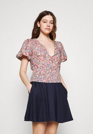VIMANIRA SMOCK - Print T-shirt - misty rose
