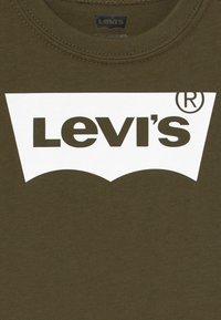 Levi's® - BATWING TEE - Print T-shirt - olive night - 3