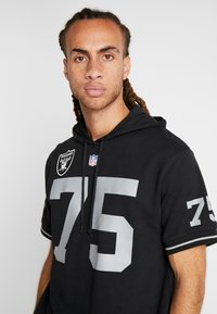 Mitchell & Ness - NFL NAME NUMBER HOODED SHORT SLEEVE - Sweat à capuche - black - 3