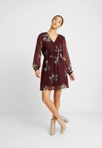 Vero Moda - VMALLIE SHORT SMOCK DRESS - Vardagsklänning - winetasting - 2
