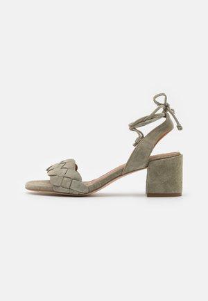 Sandály - salvia