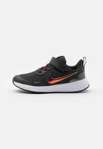 REVOLUTION 5 POWER UNISEX - Neutral running shoes - off noir/multicolor/red plum/white