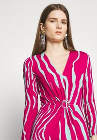 Just Cavalli - Pouzdrové šaty - magenta/mint variant - 5