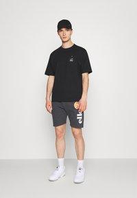 Ellesse - BOSSINI - Pantaloni sportivi - dark grey - 1