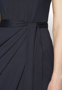 Nly by Nelly - HIGH NECK PLEAT DRESS - Cocktail dress / Party dress - navy - 5