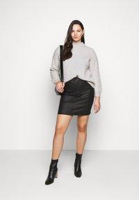 Vero Moda Curve - VMSEVEN SHORT SKIRT - Mini skirt - black - 1