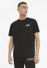 Puma - ESS SMALL LOGO TEE - Basic T-shirt - mottled anthracite - 0