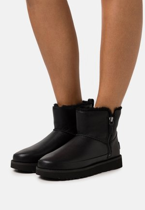 CLASSIC ZIP MINI - Winter boots - black