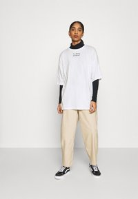 Even&Odd - T-shirts med print - off-white - 1