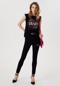Liu Jo Jeans - WITH LOGO - Print T-shirt - black - 1