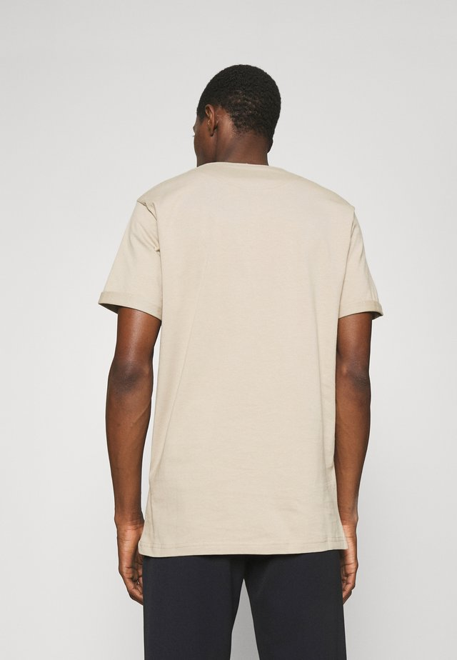 ENCORE  - T-shirt imprimé - dark sand/black