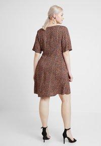 New Look Curves - LILIAN DITSY LATTICE WAIST DRESS - Robe d'été - black - 2