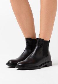 Vagabond - AMINA - Korte laarzen - black - 0