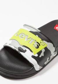 Levi's® - POOL CAMO - Mules - lime - 5
