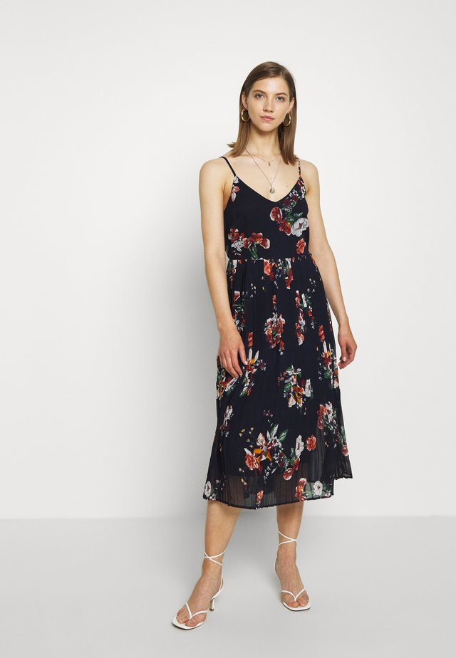 VMLOVELY PLEAT SINGLET CALF DRESS - Vapaa-ajan mekko - navy blazer