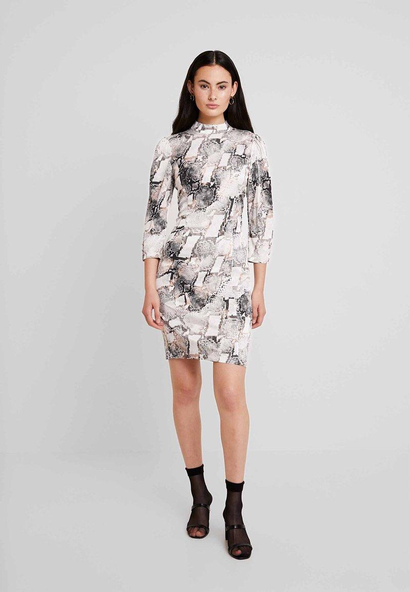 Gestuz - BARANGZ DRESS  - Vestido informal - powder