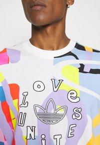 adidas Originals - LOVE UNITES UNISEX - T-shirt med print - multicolor - 5