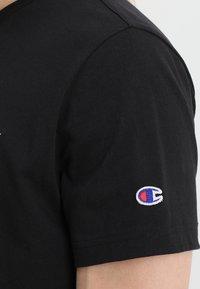 Champion Reverse Weave - CLASSIC APPLIQUE TEE - Basic T-shirt - black - 5