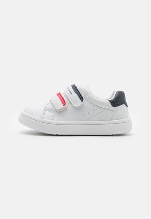 Trainers - white/blue/red