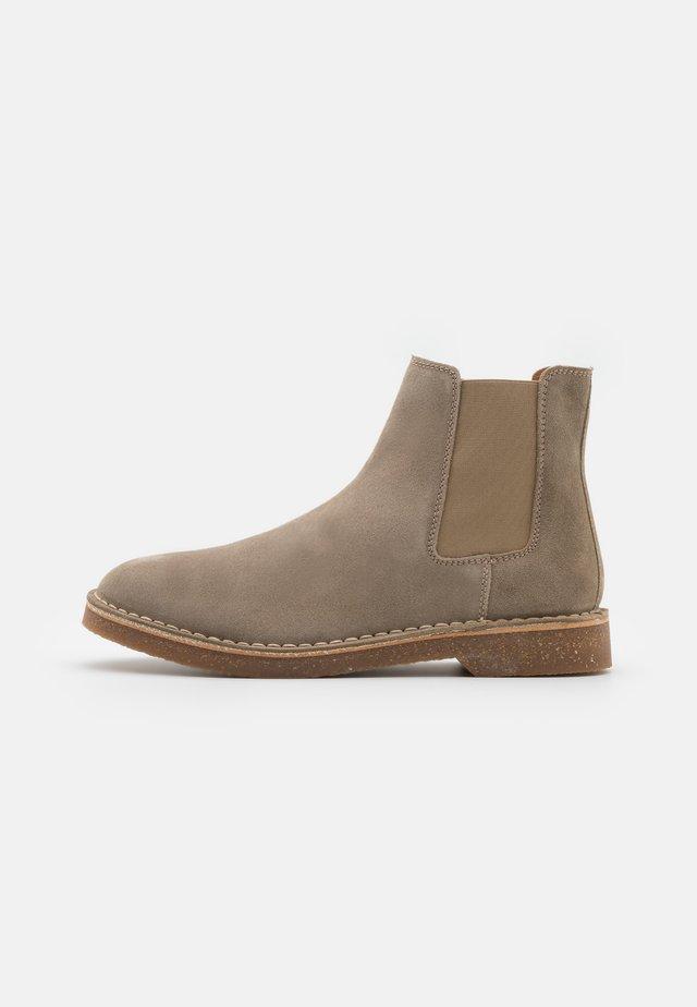 SLHRIGA CHELSEA BOOT - Classic ankle boots - cornstalk