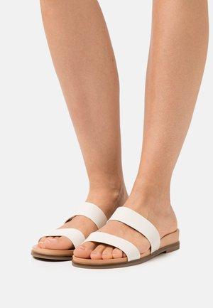 ALIAWEN - Pantolette flach - white