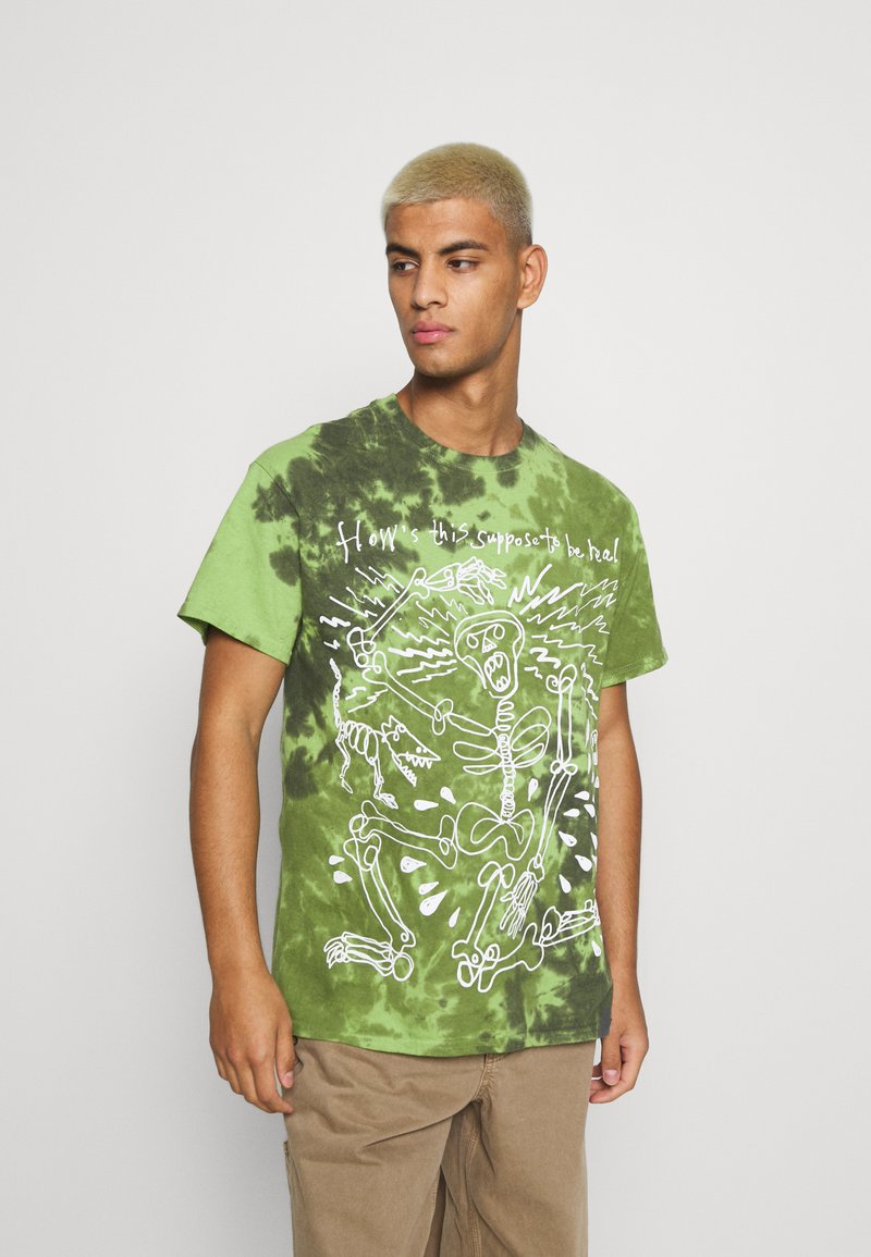 Vintage Supply - SKELETON SLOGAN GRAPHIC TYE DYE - Print T-shirt - green
