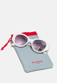 Guess - KIDS EYEWEAR UNISEX - Sunglasses - white - 2