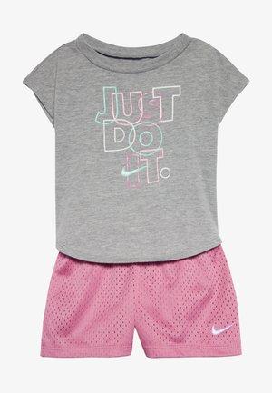 JUST DO IT SET BABY - Shorts - magic flamingo