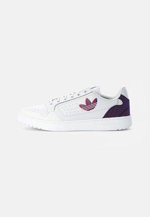 NY 90 UNISEX - Sneakersy niskie - dash grey/solar red/white