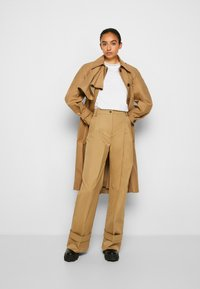 Victoria Victoria Beckham - FLARED TROUSER - Spodnie materiałowe - sandstone - 4