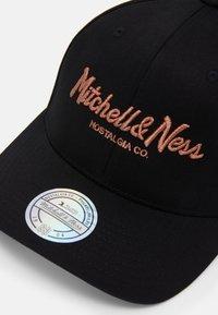Mitchell & Ness - PINSCRIPT - Keps - black - 3