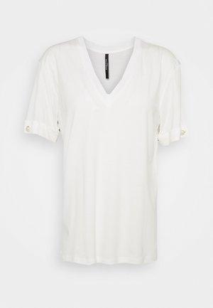 V NECK WITH PEARL BAR SLEEVE - T-paita - white