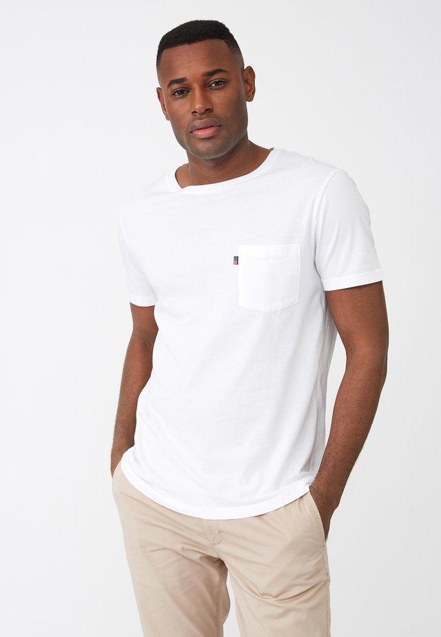 TRAVIS - T-shirts - white