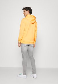 adidas Originals - ESSENTIAL HOODY UNISEX - Sweat à capuche - hazy orange - 2
