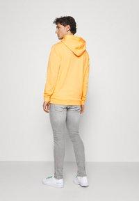 adidas Originals - ESSENTIAL HOODY UNISEX - Hoodie - hazy orange - 2