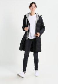 Patagonia - JACKSON GLACIER - Down coat - black - 1