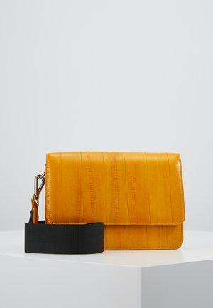 ELLE SHELLY BAG - Across body bag - sunlight