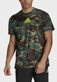 adidas Performance - CAMOUFLAGE GT1 DESIGNED2MOVE PRIMEGREEN WORKOUT GRAPHIC T-SHIRT - T-shirt med print - green - 3