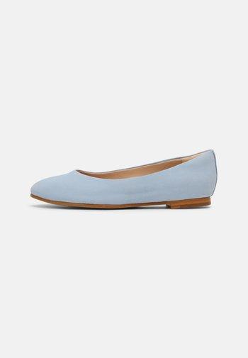 GRACE PIPER - Ballet pumps - pale blue