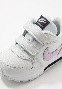 Nike Sportswear - RUNNER 2 - Zapatillas - photon dust/iced lilac/off noir/white - 2