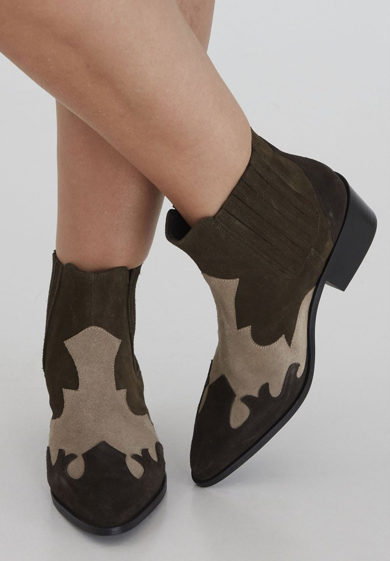 ICHI - Ankle boots - beech