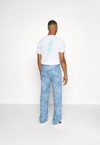 Jaded London - LASER ETCHED FLORAL SKATE - Straight leg jeans - blue - 2