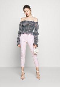 GAP Petite - ANKLE BISTRETCH  - Kalhoty - pink gingham - 1