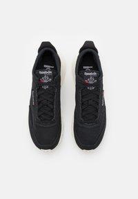 Reebok Classic - CLASSIC LEGACY GROW UNISEX - Sneakers - core black/chalk - 3