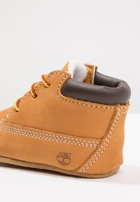 Timberland - Crib Bootie w/Hat - First shoes - wheat - 2