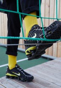Nike Sportswear - SHOX TL - Sneakers - black/metallic silver/dynamic yellow - 7