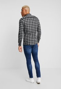 Only & Sons - ONSEMIL CHECK - Overhemd - medium grey melange - 2